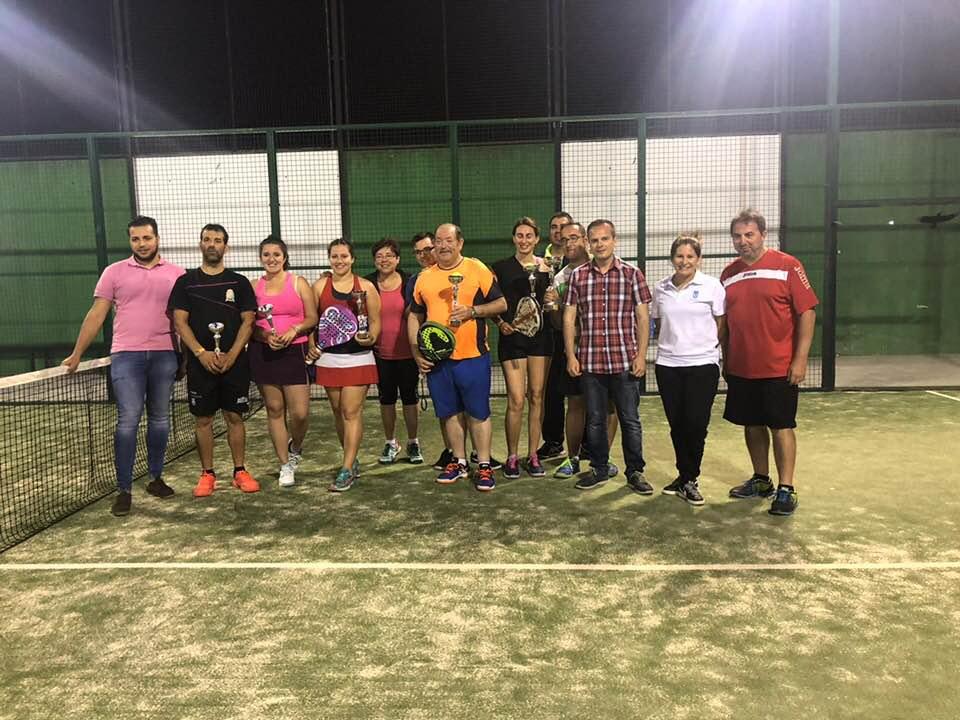 Lourdes y Rober, campeones del I torneo de pádel mixto de Escalona