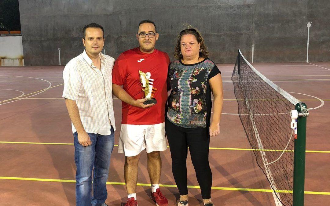 Roberto Aguilar nuevo campeón de tenis 